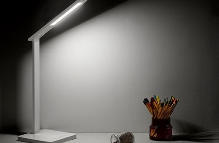 The difference between eye lamp and ordinary desk lamp